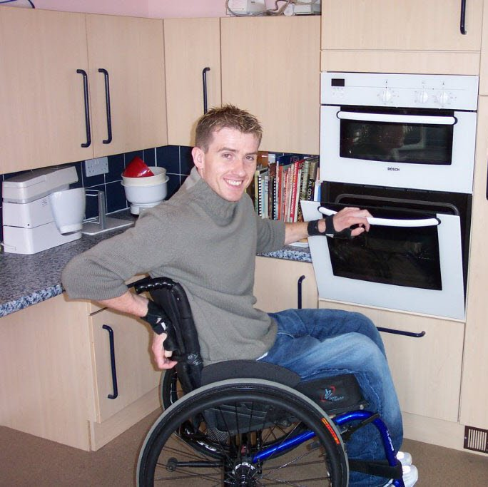 Jamie, cooking at home